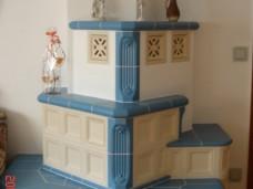 Kachelofen blau mit Fliesen und Mosaik