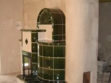 Kachelofen grüne Fliesen lackiert